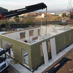 Paneles prefabricados: Condominios de estilo  por COSTE CASA