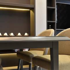 CĂN HỘ NHÀ MR CHÍNH TẠI NOVALAND SUNRISE:  Phòng ăn by CÔNG TY TNHH SXTM DV & TRANG TRÍ NỘI THẤT VĂN NAM