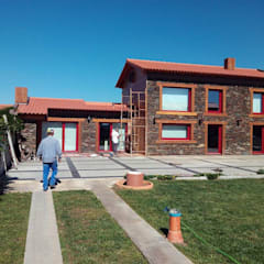 Villa in stile  di Black Oak Company group|( Ooty. )( Timberman )( Growing )