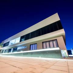 อาคารสำนักงาน by JUANCHO GONZALEZ