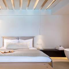Bill & Coo Suites and Lounge Boutique Hotel auf Mykonos  - Sonnenuntergang inklusive:  Schlafzimmer von Gira, Giersiepen GmbH & Co. KG