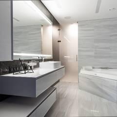 Кутузовская Ривьера II: Ванные комнаты в . Автор – Geometrix Design