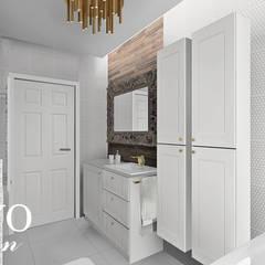 Eclectic bathroom:  Bathroom by BAYO  Design