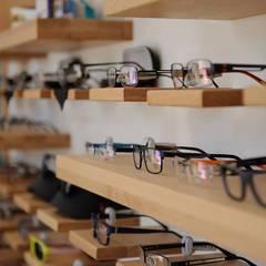 Торговая сеть магазинов оптики: Коммерческие помещения в . Автор –  Studio architecture and design LAD.Студия архитектуры и дизайна ЛАД .