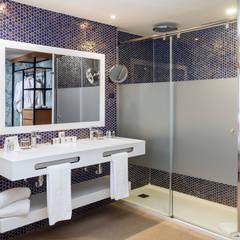 Suite Standard Ducha: Hoteles de estilo  de LB Diseño e Interiorismo