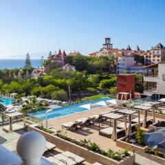 Nueva Piscina y Terraza Vip: Hoteles de estilo  de LB Diseño e Interiorismo