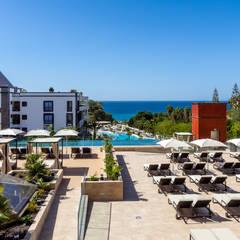 Nueva Piscina y Terraza Vip 01: Hoteles de estilo  de LB Diseño e Interiorismo