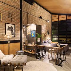 Loft Morro Agudo - Fábio Marins Arquitetura: Escritórios e Espaços de trabalho  por Alessandro Guimaraes Photography,Industrial