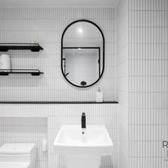 명륜2차 아이파크 34평 인테리어: 로하디자인의  욕실,모던