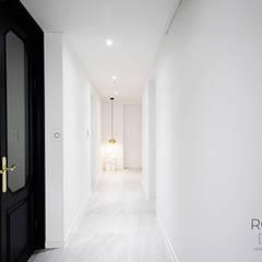 센텀파크 1차 50평 인테리어: 로하디자인의  복도 & 현관