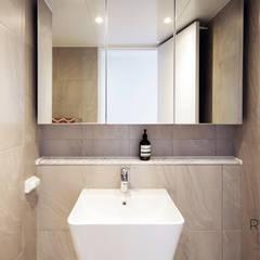 센텀파크 1차 50평 인테리어: 로하디자인의  욕실