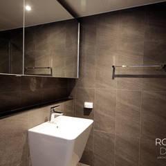 센텀파크 1차 50평 인테리어: 로하디자인의  욕실,미니멀