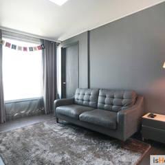 40평대 인천 아파트 감각적인 홈스타일링: 이즈홈의  방