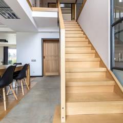 樓梯 by  Studio architecture and design LAD.Студия архитектуры и дизайна ЛАД .