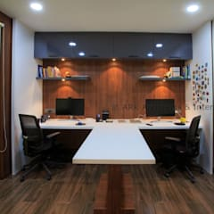 Home Office:  Study/office by ARK Architects & Interior Designers