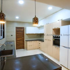 :  Built-in kitchens by ARK Architects & Interior Designers