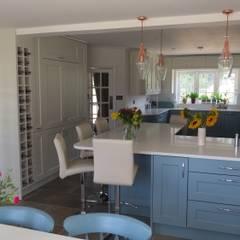 ครัวบิลท์อิน by Kitchens of Surrey