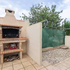 Home Staging chalet frente al mar en L'Ampolla: Jardines de estilo  de Home Staging Tarragona - Deco Interior
