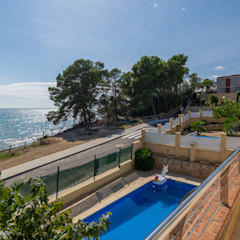 Home Staging chalet frente al mar en L'Ampolla: Piscinas de estilo  de Home Staging Tarragona - Deco Interior