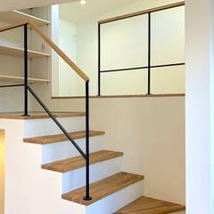 Escaleras de estilo  de 大畠稜司建築設計事務所