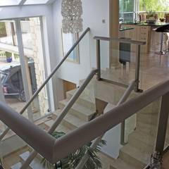 Glass Balustrades - Lindsey Russell: Лестницы в . Автор – Балконэт - Стеклянные Балюстрады, Модерн Стекло