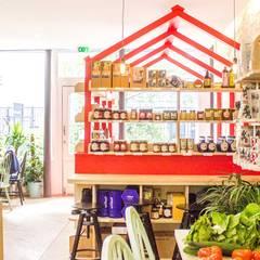 Cantine Oummi - FURN architecture d'interieurs: Restaurants de style  par FURN