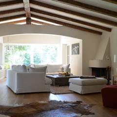 R32:  Wohnzimmer von arché techné néos