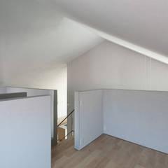 垂井町のコートハウス: 武藤圭太郎建築設計事務所が手掛けた子供部屋です。,北欧