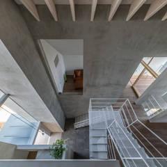 Escaleras de estilo  por 武藤圭太郎建築設計事務所