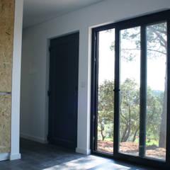 Bungalow Cork Ourém - Interior - 1: Bungalows  por goodmood - Soluções de Habitação