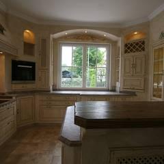 Built-in kitchens by Villa Medici