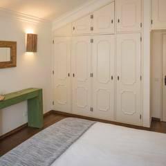projeto de decoração de um alojamento local em Sintra - Quinta do Pé Descalço Quartos rústicos por Officina Boarotto Rústico