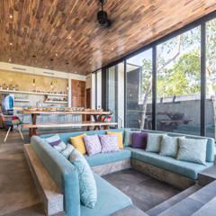 غرفة المعيشة تنفيذ Obed Clemente Arquitectos , إستوائي أسمنت