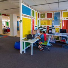 New American school Elementary Library :  Schools by dal design office