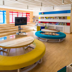 New American school Elementary Library :  Schools by dal design office,