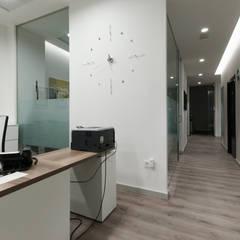 Zona de trabajo: Estudios y despachos de estilo  de E. G. Mondragón