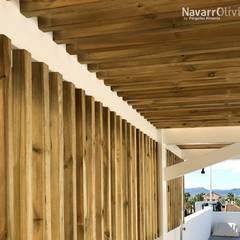 Pérgola minimalista de madera: Terrazas de estilo  de NavarrOlivier