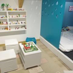 espace jeux: Chambre fille de style  par Mon décorateur privé - MDP