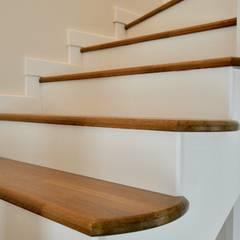 Konseptia Mimarlık Dekorasyon – Hol & Koridor Projeleri:  tarz Merdivenler,