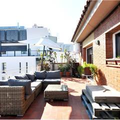 Rehabilitación y adecuación de un piso en Barcelona: Terrazas de estilo  de JSV-Architecture