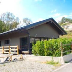 COSTRUZIONE MODERNA AOSTA: Casa di legno in stile  di Sangallo srl