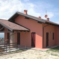 Casas de madera de estilo  por Sangallo srl