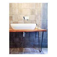 casa M - 2015, bagno lavabo: Bagno in stile  di Erica Fant Interiors