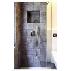 casa M - 2015, bagno doccia: Bagno in stile  di Erica Fant Interiors