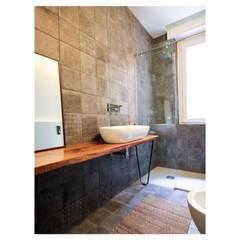 casa M - 2015, bagno: Bagno in stile  di Erica Fant Interiors