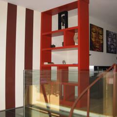 Estantería separadora: Dormitorios de estilo  de Almudena Madrid Interiorismo