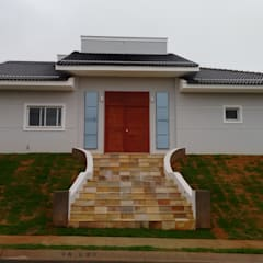 Nhà có sân thượng by Eric Harada Arquitetura - Projetos e Construções