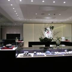 ショーケース〜光り壁: 一級建築士事務所 ネストデザインが手掛けた商業空間です。