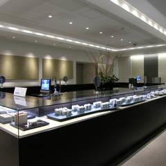 2階照明: 一級建築士事務所 ネストデザインが手掛けた商業空間です。