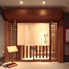 Restaurantes de estilo  por 一級建築士事務所 ネストデザイン